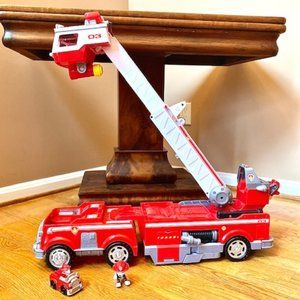 Paw Patrol Ultimate Rescue Fire Truck & Marshall